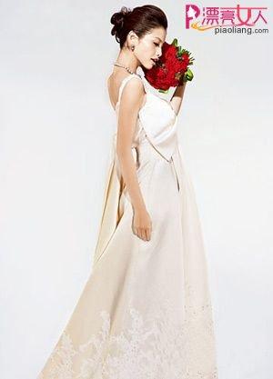大气优雅的甜蜜娃娃裙婚纱