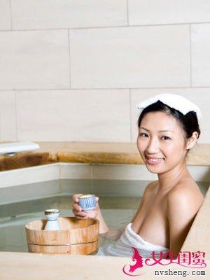 坏习惯二:喜欢用很热的水洗澡