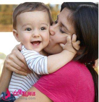 用亲吻表达爱 这些时刻亲吻宝宝更温馨
