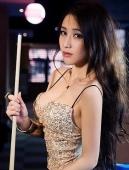 妖娆性感的台球美女