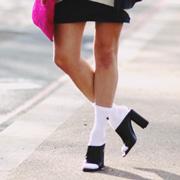 时尚 凉鞋/光脚穿凉鞋out 凉鞋配袜子才时尚