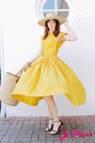 夏季怎么穿裙子 时尚博主街拍示范 5