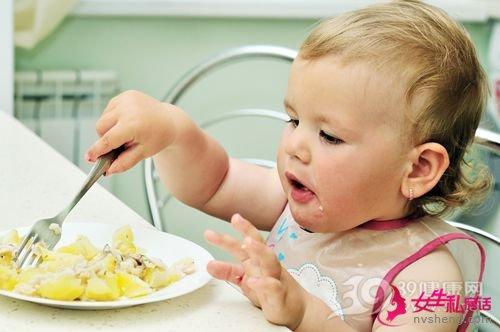 孩子 女 婴儿 吃工具 土豆 叉子_7446779_xxl