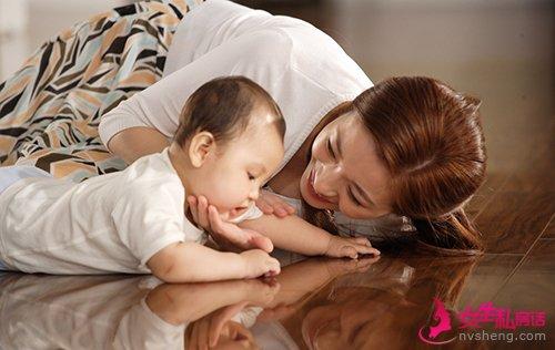 怎么让宝宝听话 试着听听他的话吧图片