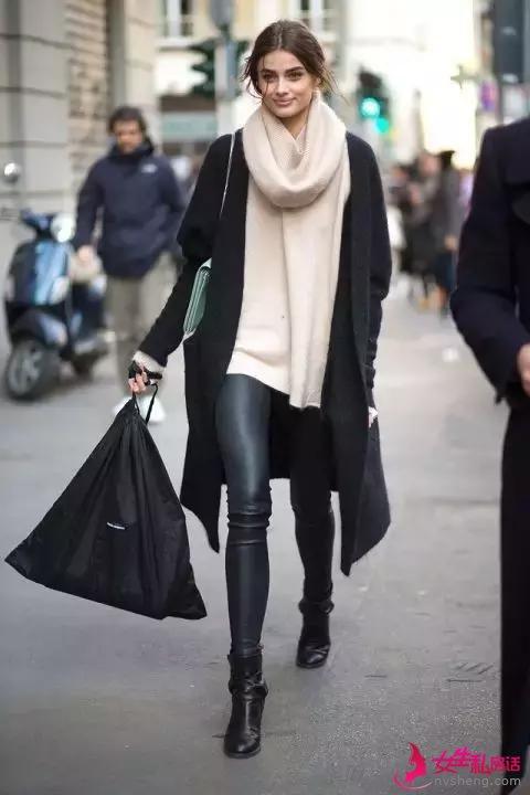 大毛衣+紧身裤,简约随性又修身显瘦,美翻整个冬天!