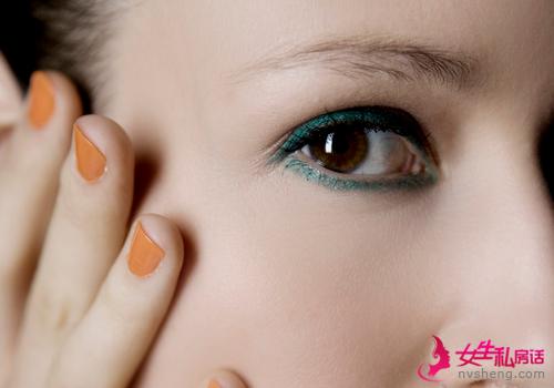 初学化妆怎样画眼线?从零教会你