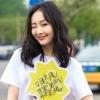 王鸥夏日街拍玩混搭 高跟鞋+运动