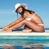 女人夏天去公共游泳池当心传染这