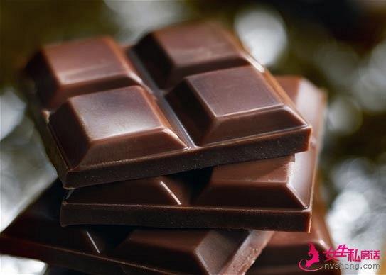每天吃少量70%以上的黑巧克力有助于减脂。