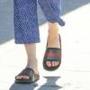时髦又舒适 夏天学明星穿拖鞋吧