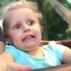 3岁女孩第一坐过山车 这惊恐的表