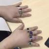 炫富?七旬老太7根手指被戒指卡
