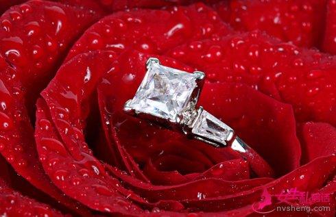 怎么挑选成婚钻戒 教你依据肤色挑选钻戒