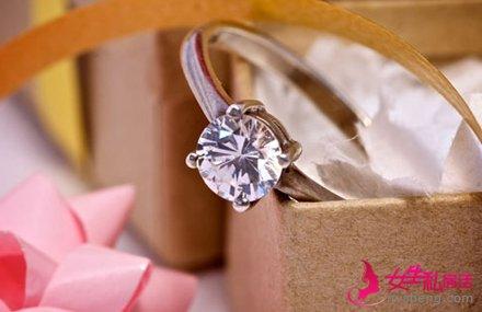 如何挑选结婚钻戒 钻石镶嵌方式有哪些