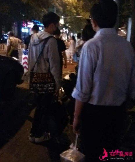 张若昀带女友唐艺昕约会,旁边还有准岳父岳母?