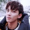 吴磊晒初雪照片 笑容灿烂又帅又