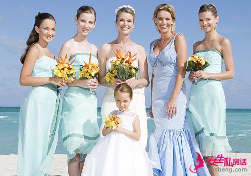 6种新颖的伴娘服调配 伴娘也美美哒