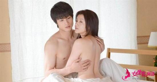 藤原纪香大胆床戏照曝光 与小17岁男星赤裸相拥