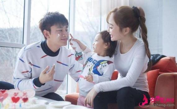 贾乃亮李小璐被曝离婚 公司发声明否认
