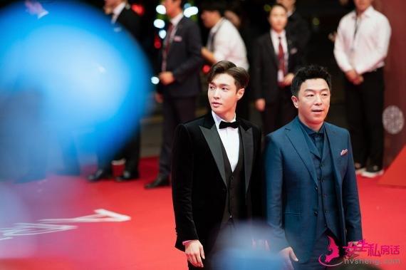 釜山国际电影节开幕:黄渤张艺兴绅士 白百何现身