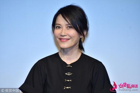 东京电影节:俞飞鸿黑裙现身《在乎你》首映 美艳大气