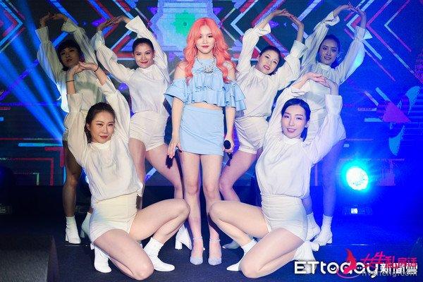 放弃韩国发片!18岁台湾女孩,目睹院长要求练习生整形