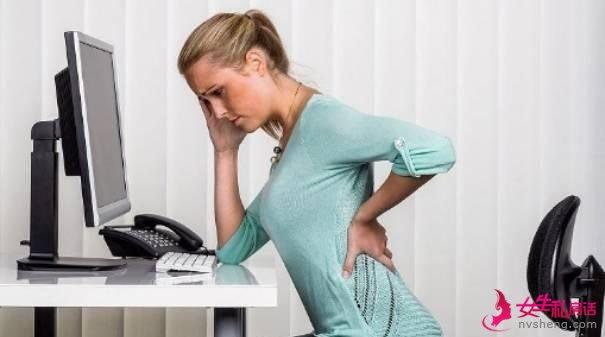 女人经常腰痛是咋回事?可能和这4件事有关,及时发现及时治疗!