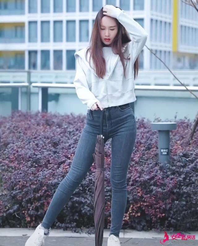 以前嫌弃穿长裤土,现在和老爹鞋搭配却成为时尚,女神都这样穿