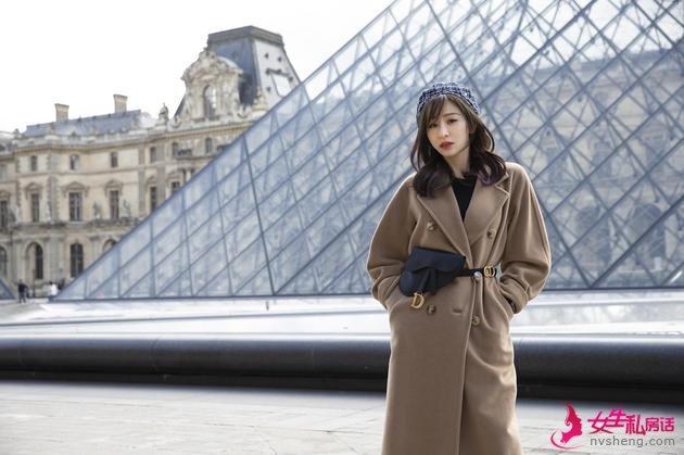 王心凌在巴黎左岸喝咖啡