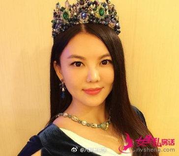 李湘头戴珠宝皇冠,连墨镜上都挂满珍珠,为何要开二手店?