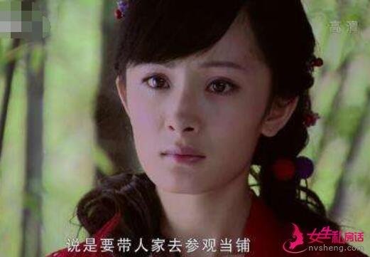 杨幂旗袍造型被吐槽丑,她这个脸型如果没发型加持太容易暴露缺陷