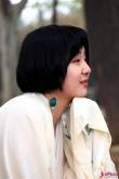 中国传统服饰之美:穿汉服拍照的