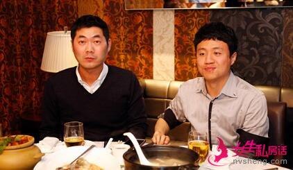 ▲韩钟振教练和李映九。韩国人上下等级森严,即便是吃饭的时候,也喜欢用这种表情?