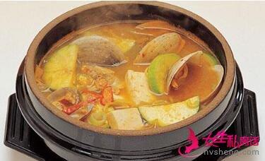 这就是韩国的石锅酱汤。何其相似乃尔?
