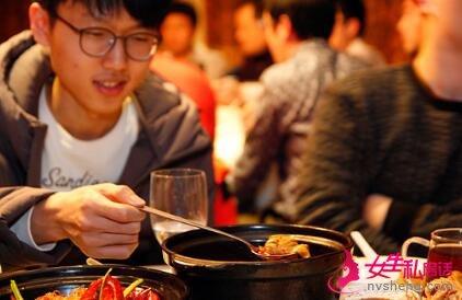 ▲这个菜,有点像韩国的泡菜汤。申真�,我可是大赛的MVP,怎能像宋彗领那样出洋相