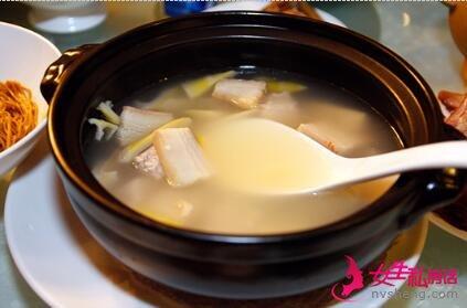 ▲这是什么汤?像不像韩国的叁鸡汤?