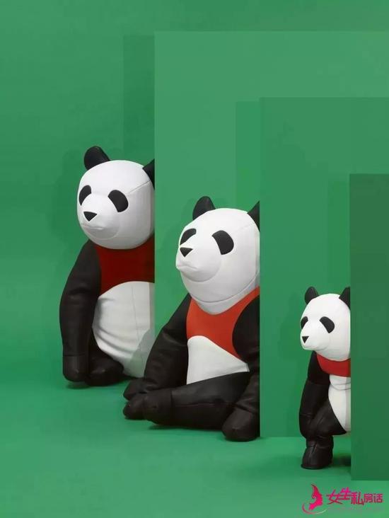 皮革缝制而成的熊猫,几个熊猫拼接而成可变成沙发。