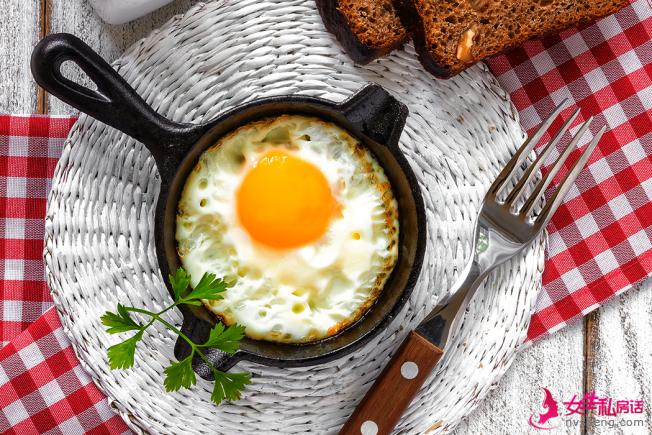 ��早餐�]吃�r,往往在下一餐��因�轲I�^�^而�o法控制食量,反而吃�M更多� 西,�е麦w重不�p反增。(取材自ingimage)