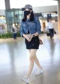 辣妈陈妍希穿牛仔服短裤大秀美腿 一秒嫩回十八岁少女感