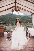 勃艮第红浓郁浪漫的深色调,让这场复古婚礼拥有了古典的气质感